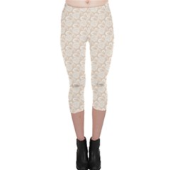 Nude White Retro Roses Lace Pattern On Beige Capri Leggings