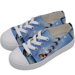 Christmas, Cute Cats Looking In The Sky To Santa Claus Kids  Low Top Canvas Sneakers by FantasyWorld7