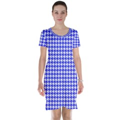Friendly Houndstooth Pattern,blue Short Sleeve Nightdress by MoreColorsinLife