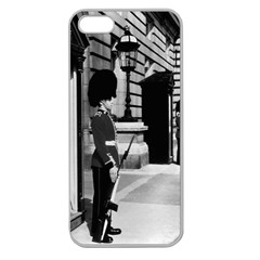 Vintage Uk England London Sentry At Buckingham Palace Apple Seamless Iphone 5 Case (clear) by Vintagephotos