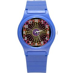 Hot Radiant Celtic Fractal Round Plastic Sport Watch Small