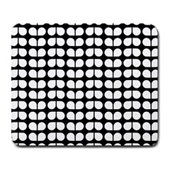 Black And White Leaf Pattern Large Mouse Pad (rectangle) by creativemom