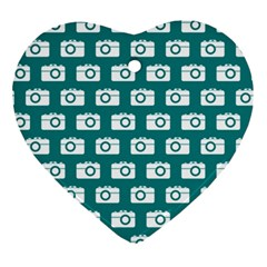 Modern Chic Vector Camera Illustration Pattern Ornament (Heart)  by creativemom