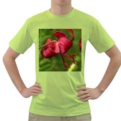 Lilium Red Velvet Green T Shirt by trendistuff