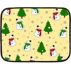 Snowman Pattern Fleece Blanket (mini) by Valentinaart